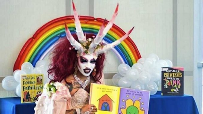 500 Mom Strong to Protest Drag Queen Story Hour